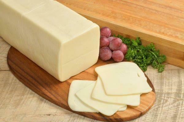 Holsteins Mozzarella Cheese +/-220g