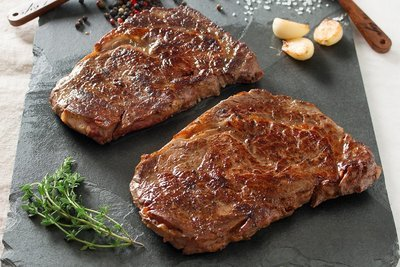Beef Rib Eye Steak. (+/-600g) 4 in a portion