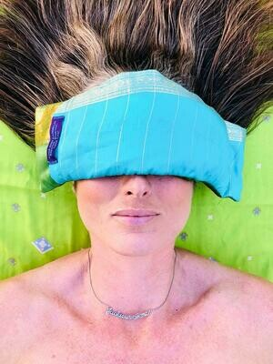 Yoga Eye Pad. Handgemaakt van wilde zijde & gevuld met lavendel - Hand made from wild silk and filled with lavender