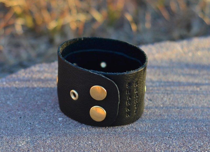 Sharkk Heartt cuff with rivets: black