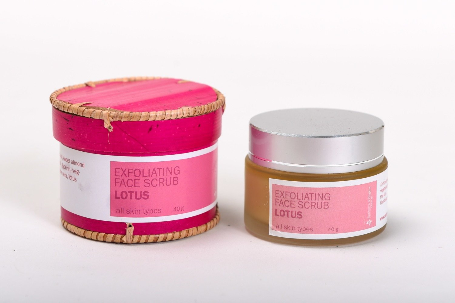 Facial Scrub 40g, Lotus