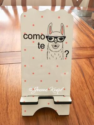 "Phone Stand - ""Como te Llama"""