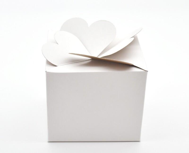 CupCake Heart Favor Box White 85x85x85 mm (ea)