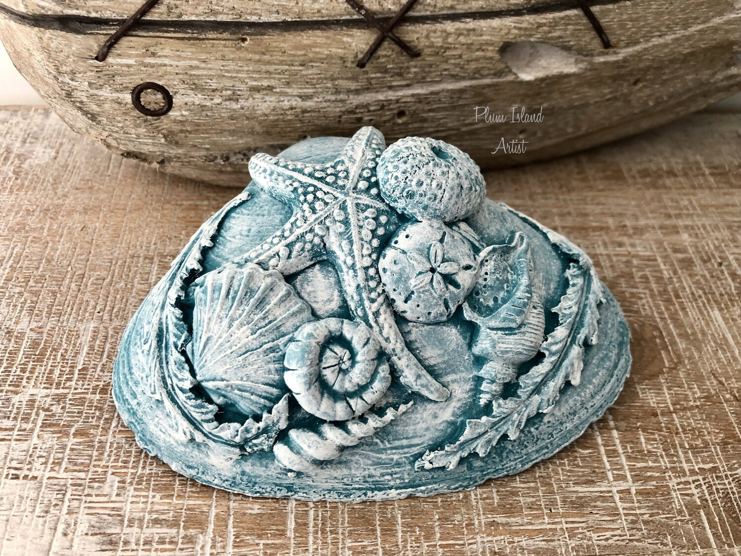 Clamshell embellished with clay