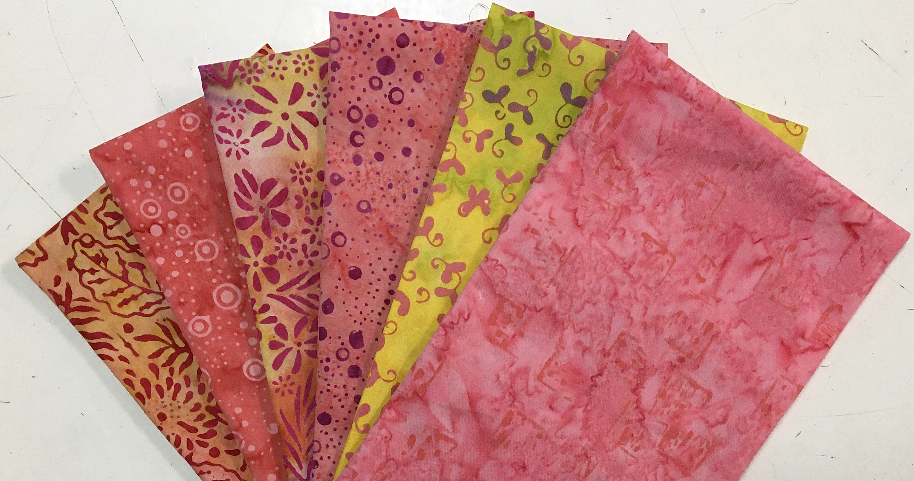 Pink/Coral Batik Fat Quarter Bundle (6 Pieces) 56411