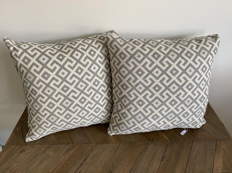 Geometric print scatter cushion