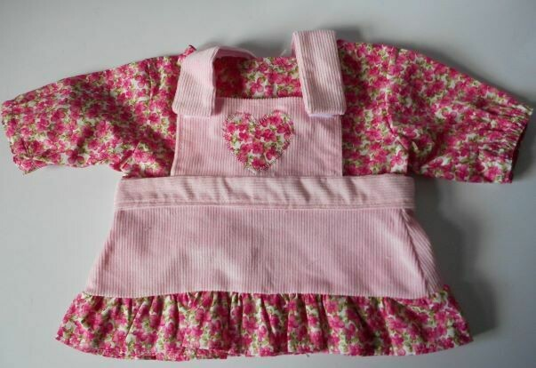 Outfit for bears: Pink pinafore with frill and top