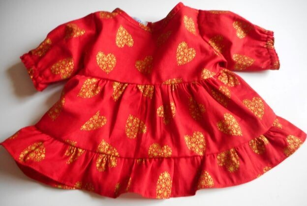 Dress with long sleeves in red and gold heart print-bear