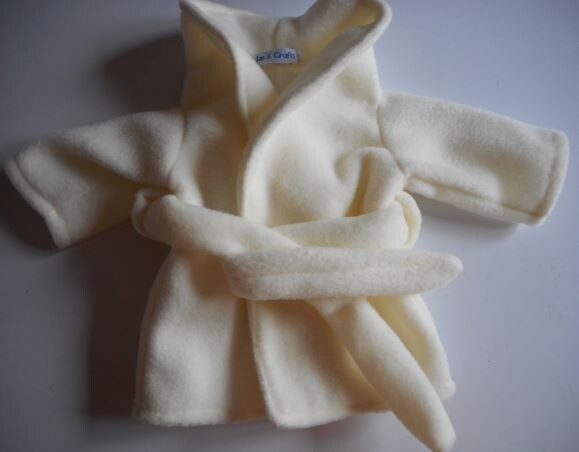 Outfit: Cream dressing gown and pyjama set