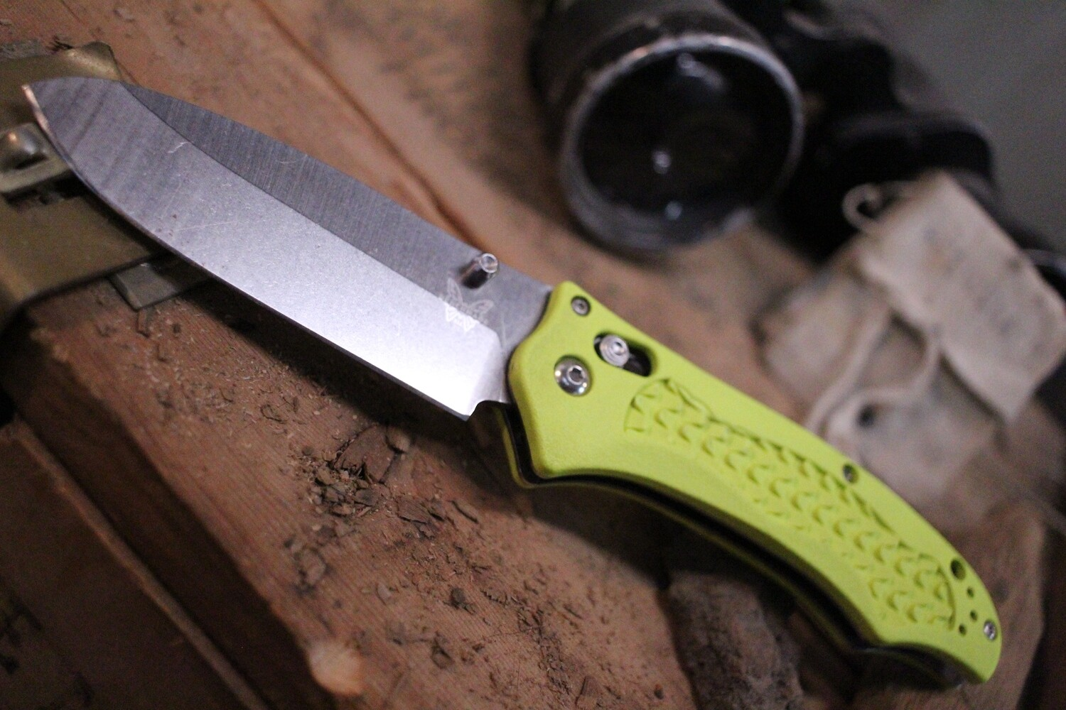 """Benchmade 111H2O 3.45"""" Dive Knife / Satin Bull Head / Yellow Grivory (Pre-Owned)"""