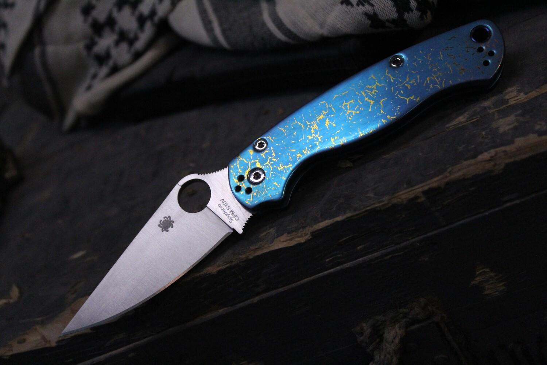 "Spyderco Custom Paramilitary 2 3.44"" Knife, Blue & Gold Crackle Anodized Titanium / Satin S30V"