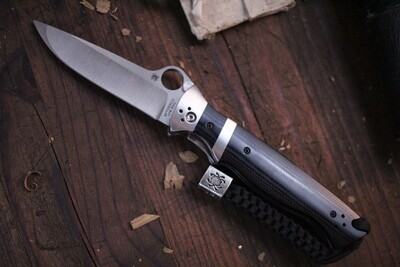 """Spyderco Vallotton 3.125"""" Folding Knife / Black G10 & Subhilt / Satin S30V / HG ( Pre Owned )"""
