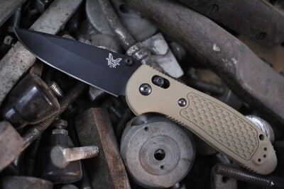 """Benchmade Griptilian 3.45"""" AXIS Lock Knife / Sand / Black D2 ( Pre Owned )"""