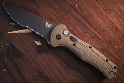 """Benchmade Claymore 3.6"""" Auto Knife / Ranger Green Grivory / Black Serrated CPM-D2"""