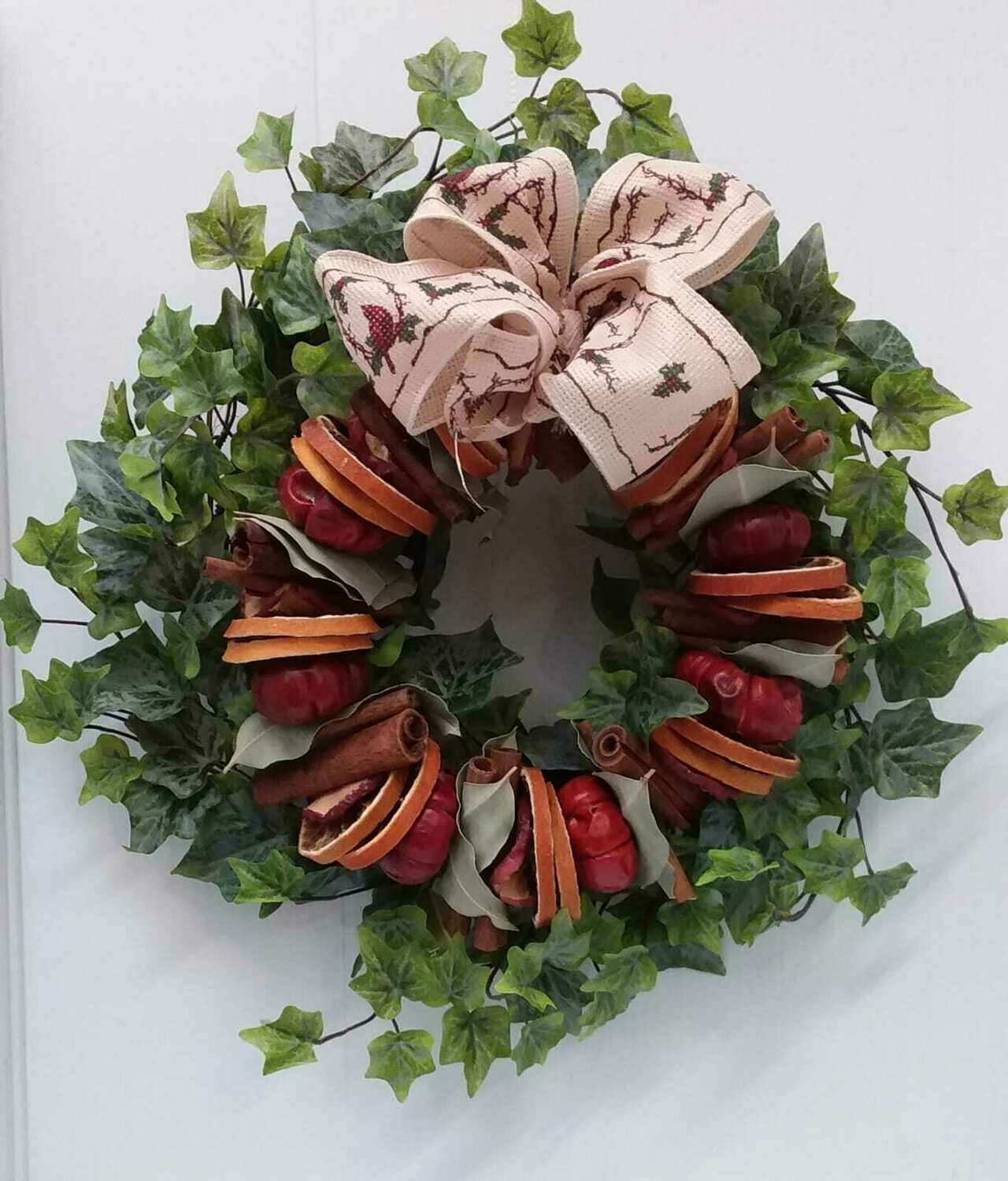 Everlasting ivy wreath with dried fruits 25cm