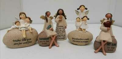 Various type of little statues €11,95