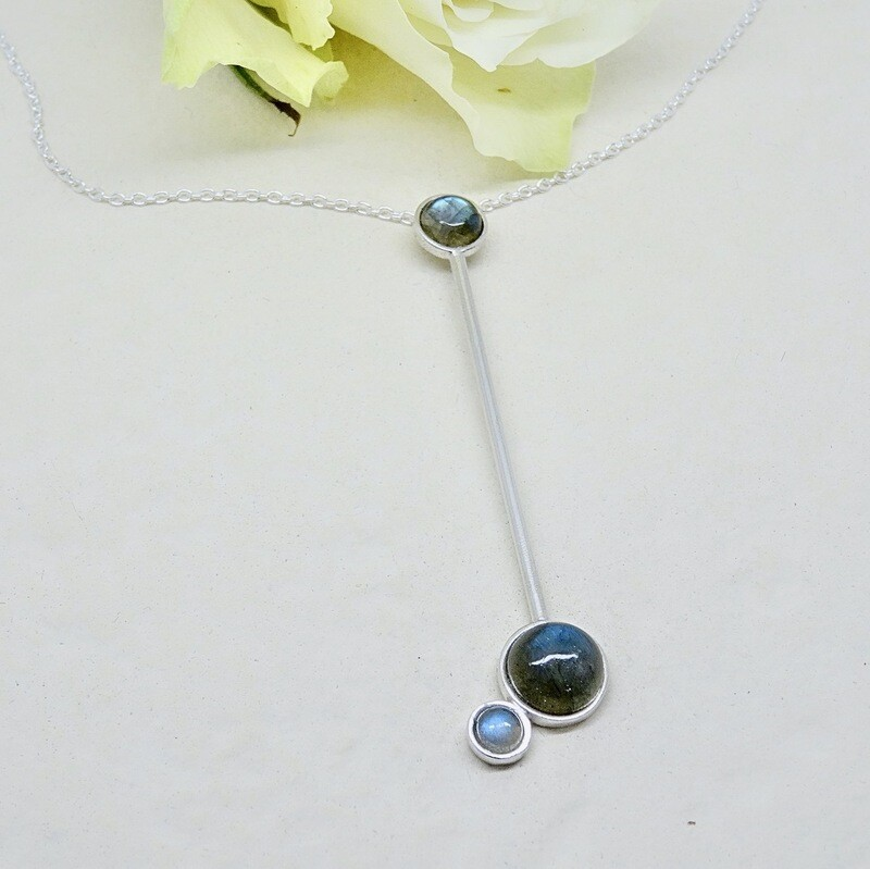 Shiny silver pendant - Labradorite stone