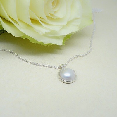 Shiny silver pendant - freshwater pearl