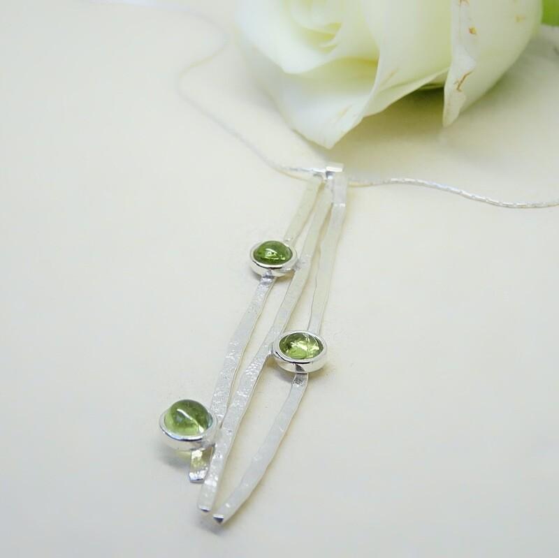 Shiny silver pendant - Peridot stones