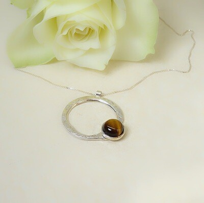 Silver hammered necklace - Tiger Eye stone
