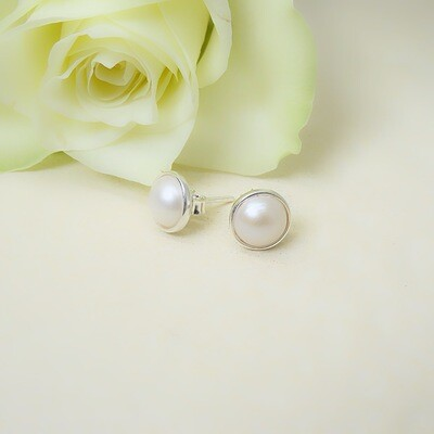 Silver ear studs - Freshwater pearls