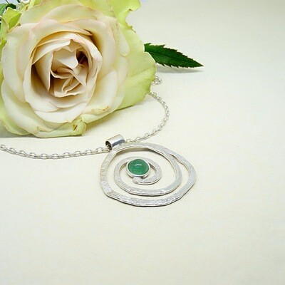 Silver hammered pendant - Jade stone