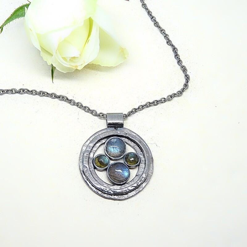 Silver pendant - Labradorite