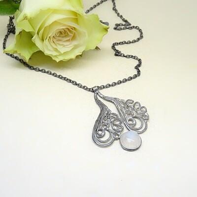 Silver pendant - Moonstone