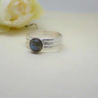 Silver ring - Labradorite