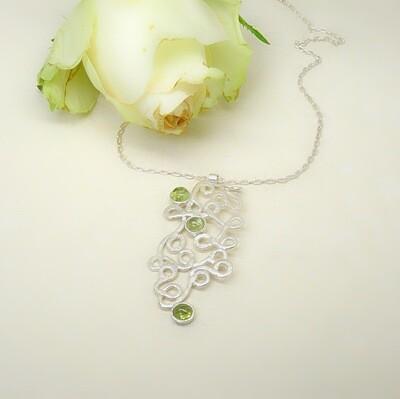 Silver pendant - Peridot stone