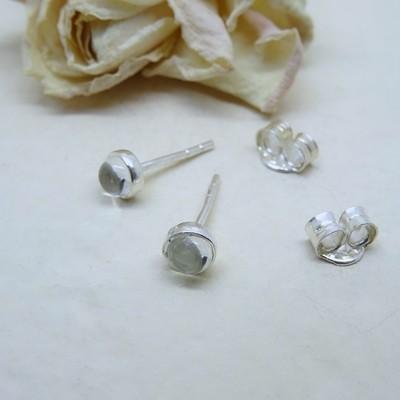Silver stud earrings - Crystal stones