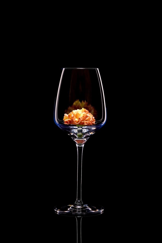 Бокал для белого вина. Гвоздика.
