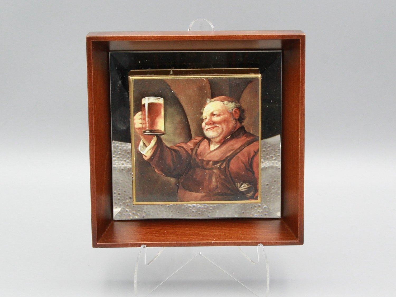 "Фарфоровая пластина ""Монах с пивом"""
