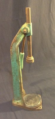 Vintage Adjustable Green Metal Bottle Capper