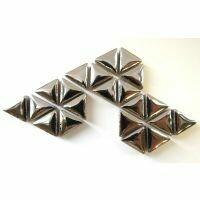 Ceramic triangles: Silver