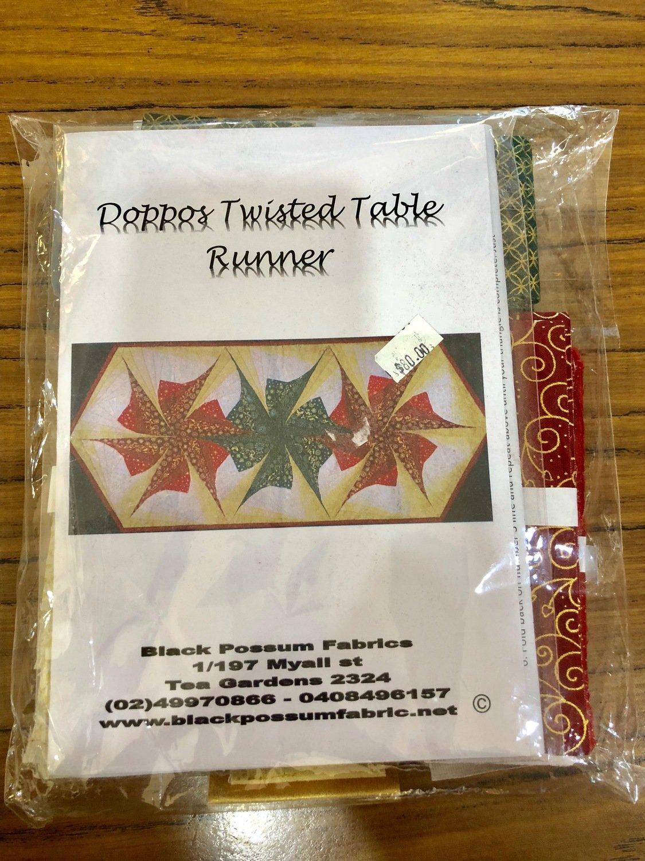 Doppos Twisted Table Runner Kit - Christmas