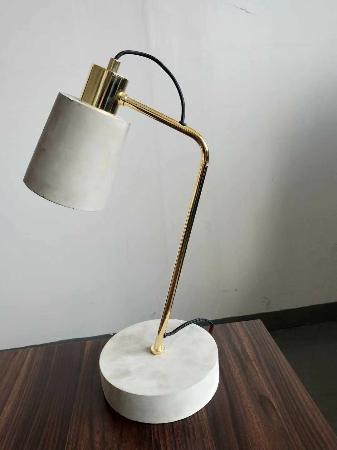 Zement Table lamp concrete polished brass look
