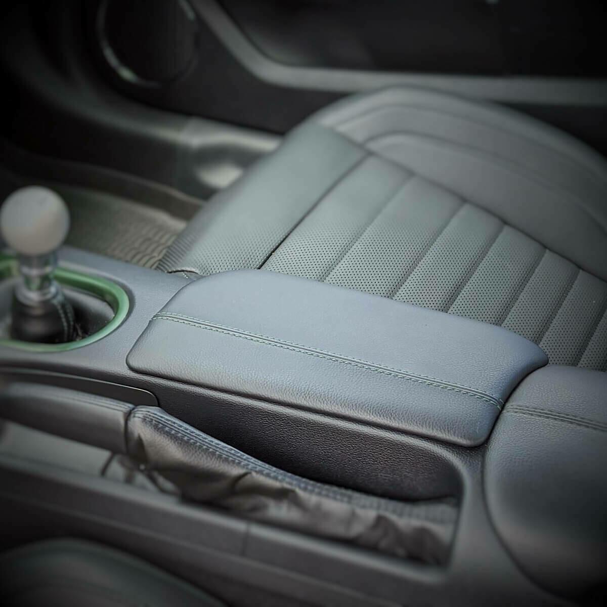 2019 to 2020 BULLITT Mustang: KR-Armrest