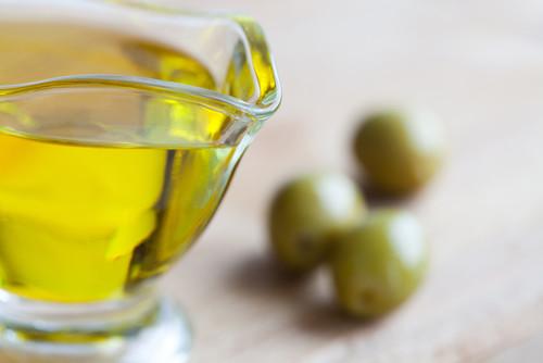 Classic olive oil زيت زيتون