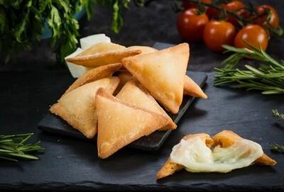 Mozzarella & Seafood Sambousek (10) سمبوسك سي فود وموتزاريلا