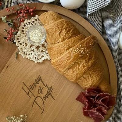 Croissant with pastrami كرواسون بالبسطرمة