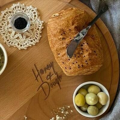 Pâté with cheese & olives باتيه جبنة و زيتون