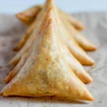 Zaatar and Cheese Sambousak (12) سمبوسك زعتر وجبن