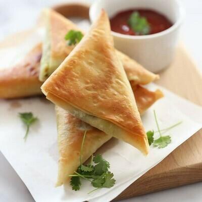 Parsley and Cheese Sambousak (12) سمبوسك بقدونس وجبن