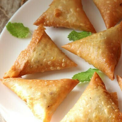 Mint and Cheese Sambousak (12) سمبوسك نعناع وجبن