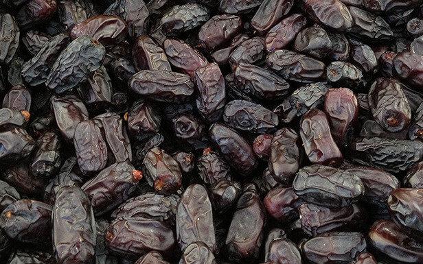 Black dates (1 kg) بلح رطب