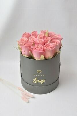 Medium Bucket (12 Roses)