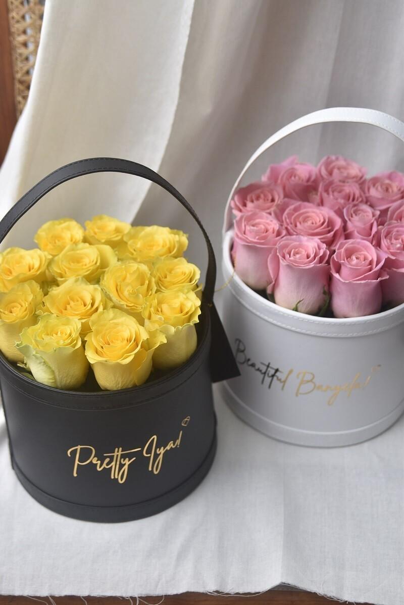 Lusso Bucket: Medio (12 Fresh Roses)