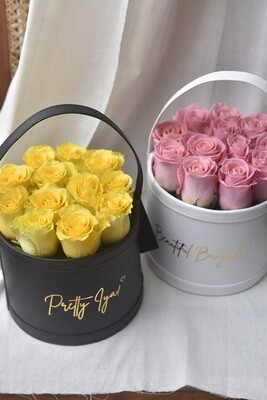 Lusso Bucket: Medio (12 Fresh Roses)