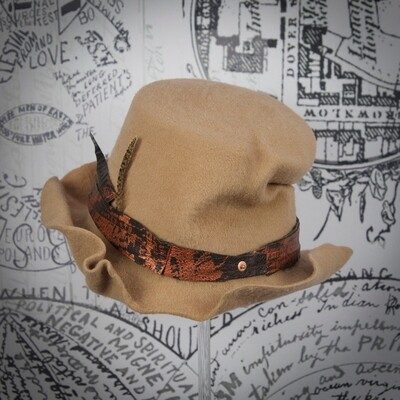 Raconteur hat